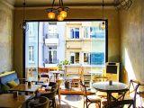 film ve dizi setleri için kiralık kafe